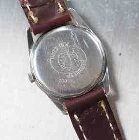 Case backs in this lovely condition are not easy to find. The serial number - partially obscured - dates the watch to 1959-60